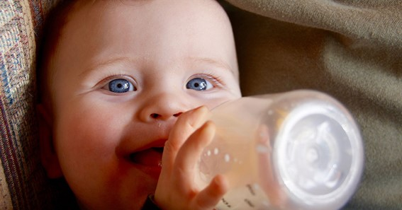 Breast Milk or Formula Milk— Which Is Better For Your Baby